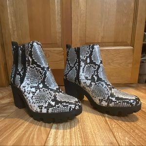 Mix No. 6 Size 9 Snakeskin Boots